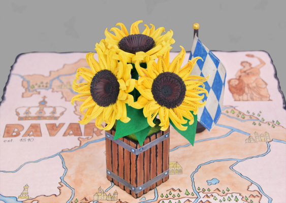 Tournesols by Vincent van Gogh re-initiated. Three Paper sunflowers in a Wooden bowl was created by Royal Bavarian Artist Veronika Vetter. The summery Table decoration was fabricated using the Quilling-Technique. The Portuguese Sena Runa loves the Artwork
