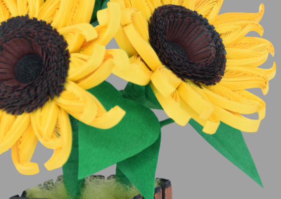 Art from Germany: Sunflowers as a Table decoration. Pinakothek der Moderne Munich. Created by Veronika Vetter. First published on GWS2.de