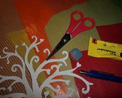 Bild von Bastelmaterial für den Baum