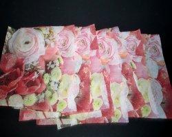 Bild von gemusterten Papierservietten