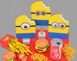 Bild von Minions als Einladungskarte für den Kindergeburtstag bei McDonald's. Angerichtet von Veronika Vetter Fine Art Künstlerin