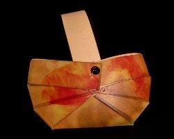 Bild eines Picknickkorbes der aus Papier gebastelt wurde