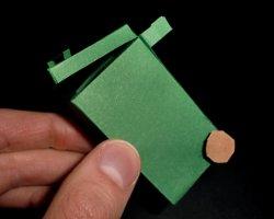 Bild von grüner Mülltonne aus Papier