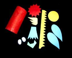 Bild von Bastelelementen für einen Papagei aus Klorollen