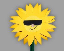 Bild von cooler Sonnenblume mit schwarzer Sonnenbrille