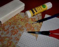Bastelmaterial für eine Taschentuchtasche aus Papier