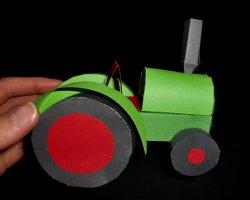 Bild von Traktor aus Papier