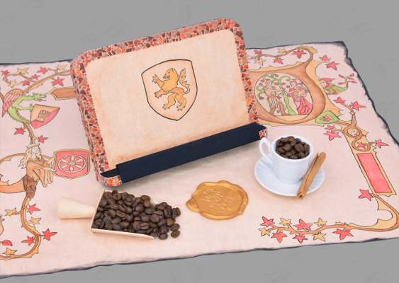 The Holy Roman Empire in the late Middle Ages: On a Gutenberg Bible Page is a holder for Books, which was made by a Bavarian artist. The antiquated Reading aid can be reproduced, because Veronika Vetter provides her Templates free of charge. Furthermore, historic Coffee beans and a wax seal can be seen on the aesthetic Scene. The Office accessory is recommended by the School of the Art Institute of Chicago